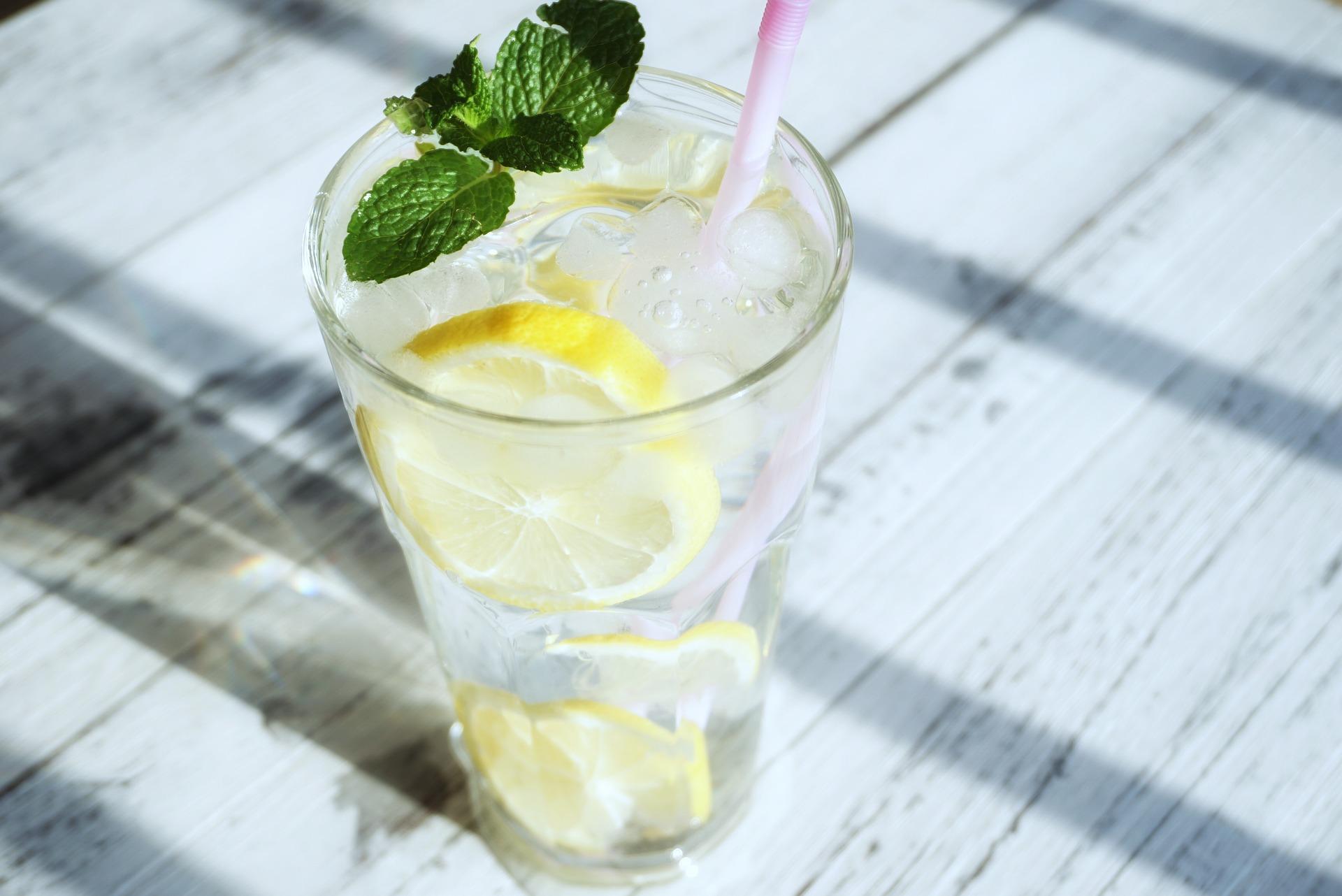 Kuo naudingas vanduo su citrina?